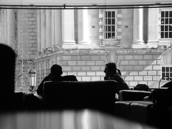 coffee-shop-in-black-and-white-1482220
