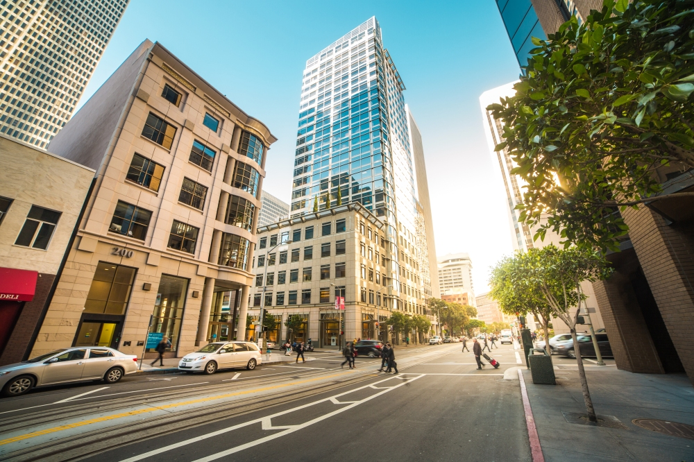 busy-street-in-the-center-of-san-francisco-picjumbo-com