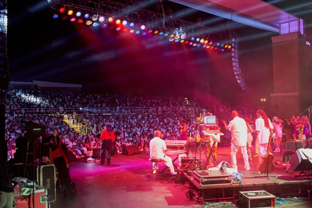 Crowd-shot-w-Isley-Brothers-Photo-credit-Zeriba-Media